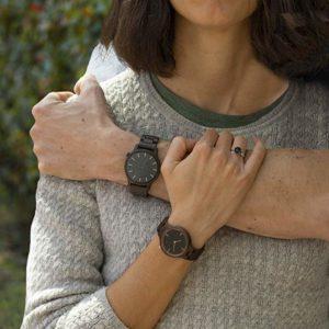 reloj madera mujer y hombre